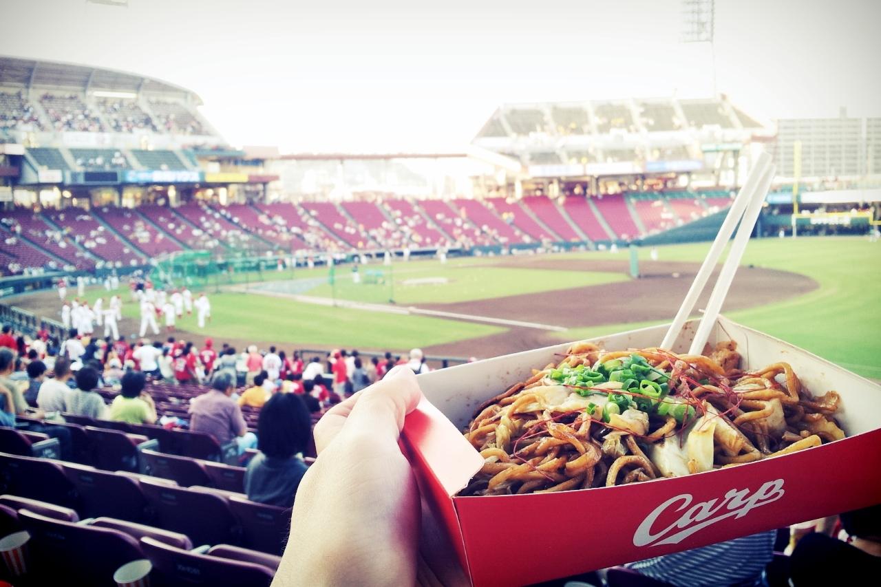 일본 야구장에서 먹는 야끼소바의 맛이란!